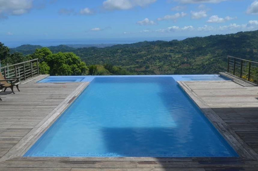 bazén s krásným výhledem