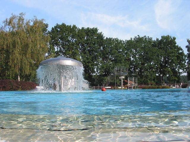 venkovní bazén na koupališti.jpg