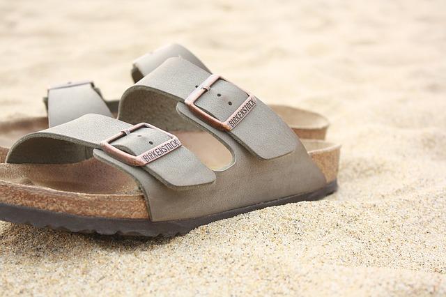 pantofle na písku