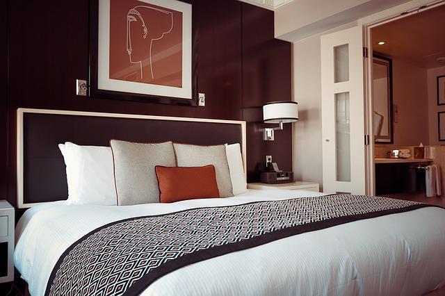 obraz nad postelí