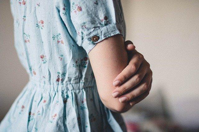 kytičkované šaty