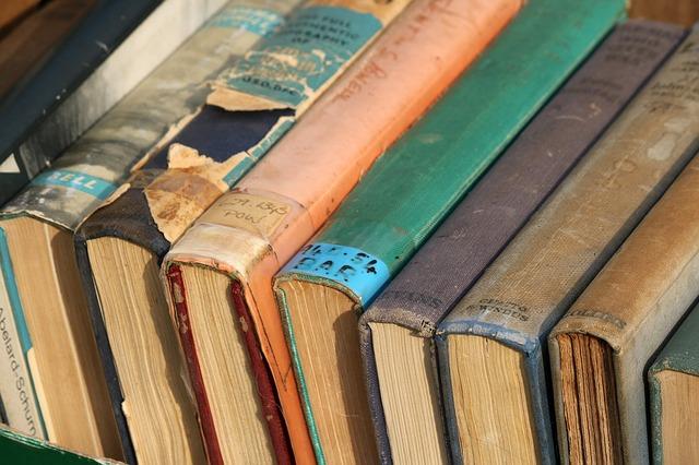 kolekce starých knih